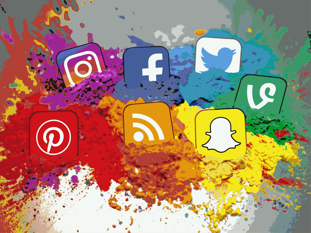 Read more about the article THE IMPORTANCE OF BEING ON SOCIAL NETWORKS